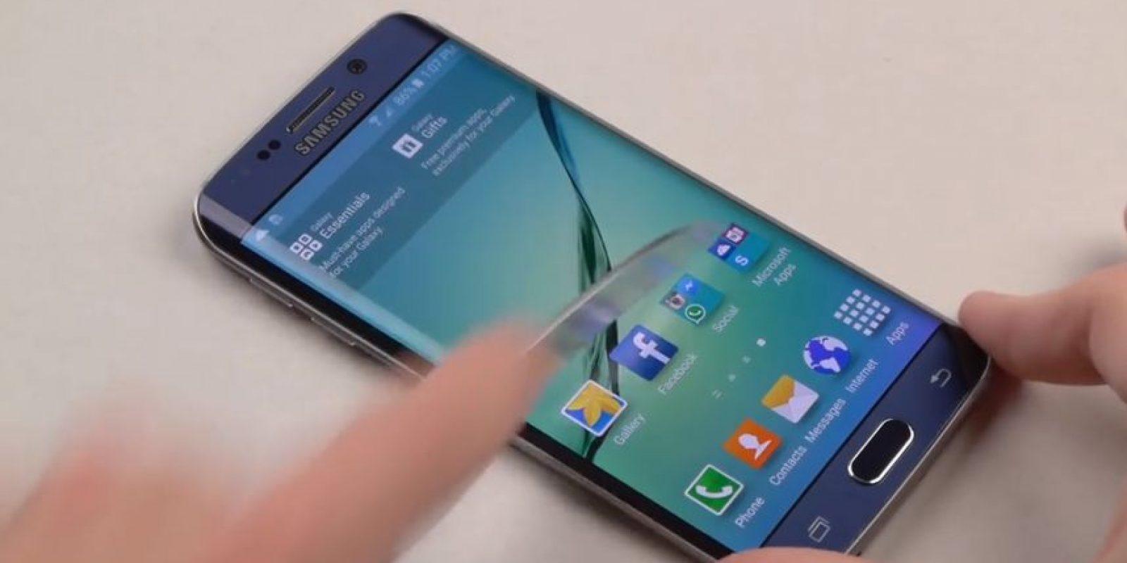 Un cuchillo en el Samsung Galaxy S6 Edge. Foto:TechRax