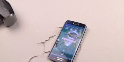 Samsung Galaxy S6 Edge después de varios golpes de martillo. Foto:TechRax