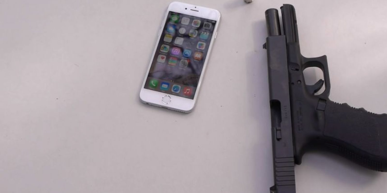 iPhone 6 contra una pistola. Foto: TechRax