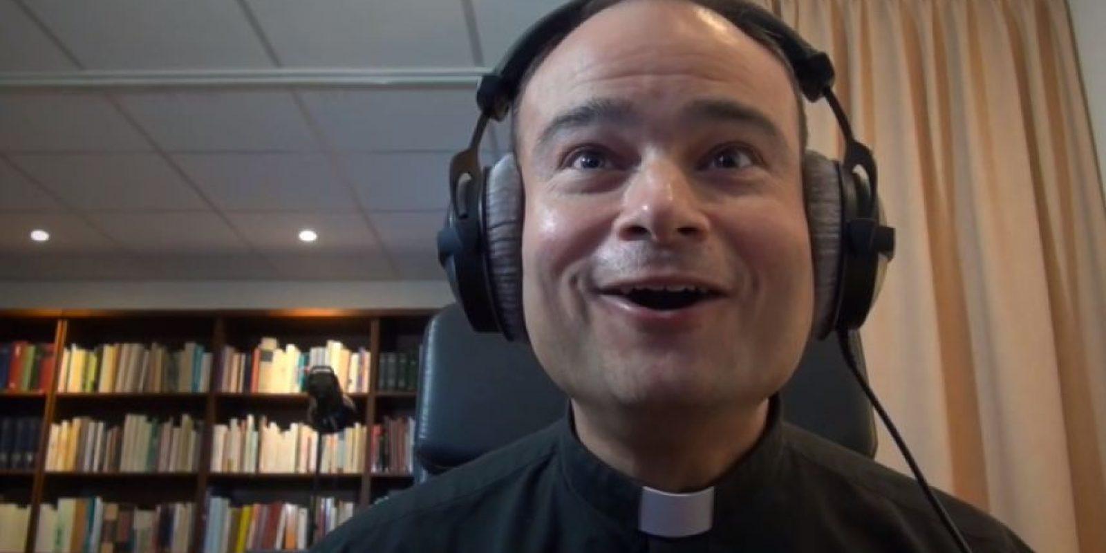 El sacerdote Roderick Vonhögen se hizo viral. Foto:Roderick Vonhögen / YouTube