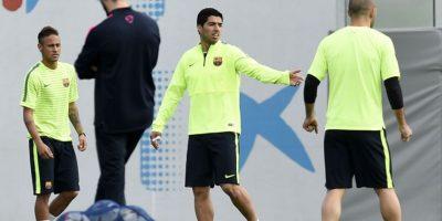 "VIDEO. Neymar ""manosea"" a Suárez"
