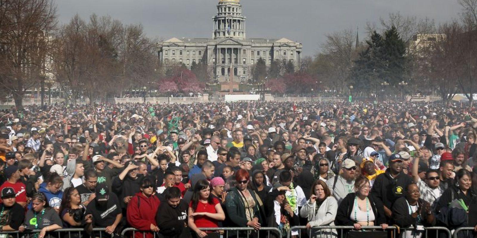 El 20 de abril de cada año, los adeptos al cannabis celebran con grandes dosis de espeso humo lo que ellos entienden como su propia festividad. Foto:Getty Images