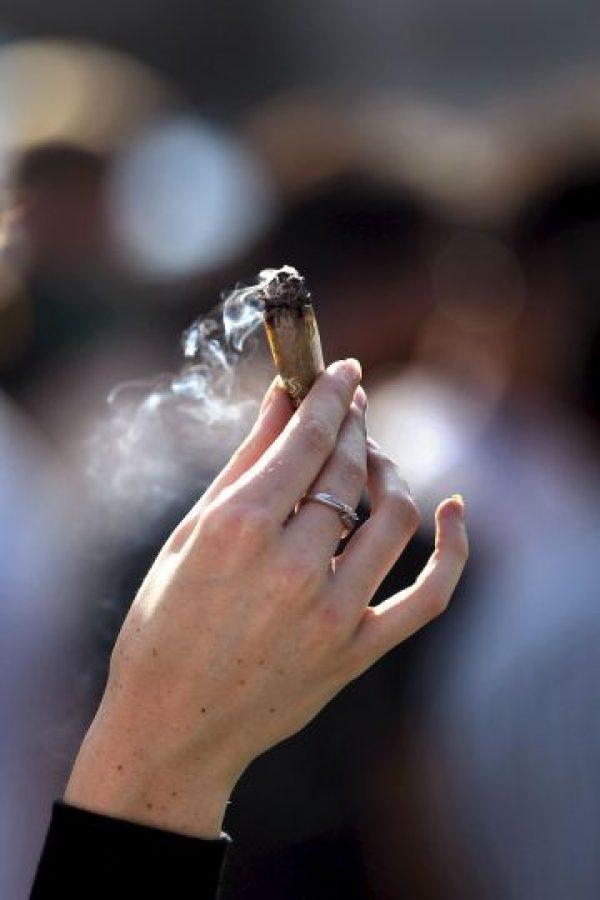 Aunque algunos se sientan incómodos con su olor, resulta que existen perfumes de cannabis. Foto:Getty Images