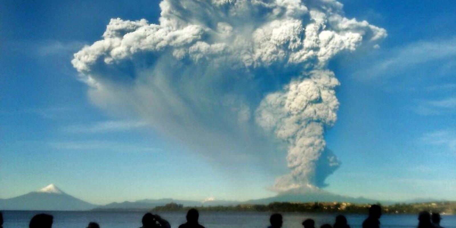 El volcán se encuentra a mil kilómetros de la ciudad de Santiago. Foto:AFP