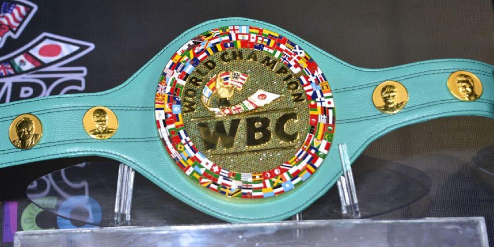 El cinturón que Mauricio Sulaimán, (presidente del Consejo Mundial de Boxeo) entregará al ganador de la pelea entre Manny Pacquiao y Floyd Mayweather, es una pieza de arte que fue elaborada en México por dos talleres de artesanos. Foto:World Boxing Council