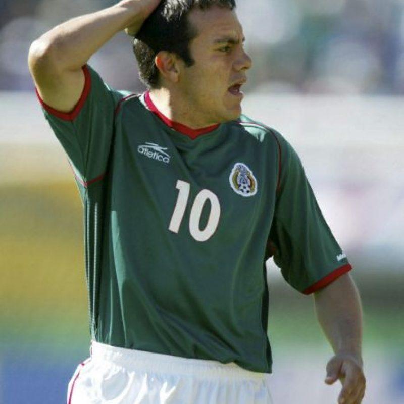 Cuauhtémoc siempre ha vivido agradecido con su madre. Como anécdota, con el primer sueldo que ganó como futbolista, le compró un pastel a doña Hortensia. Foto:Getty Images
