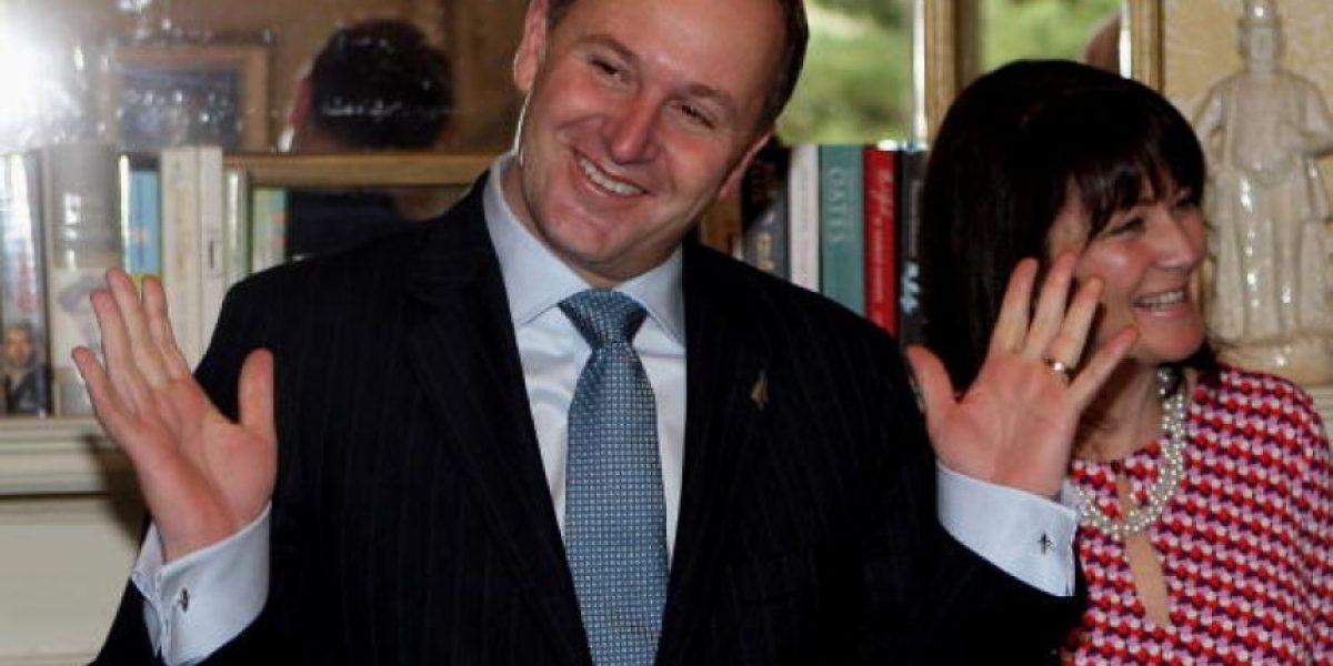 Primer ministro de Nueva Zelanda pide disculpas a mesera tras agredirla