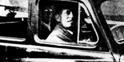 El fantasma de la silla de atrás: Mabel Chinnery fue al cementerio a visitar la tumba de su madre. Tomó una foto a su esposo, dentro del coche y cuando la reveló, se vio el fantasma de su progenitora. Foto:Mabel Chinnery