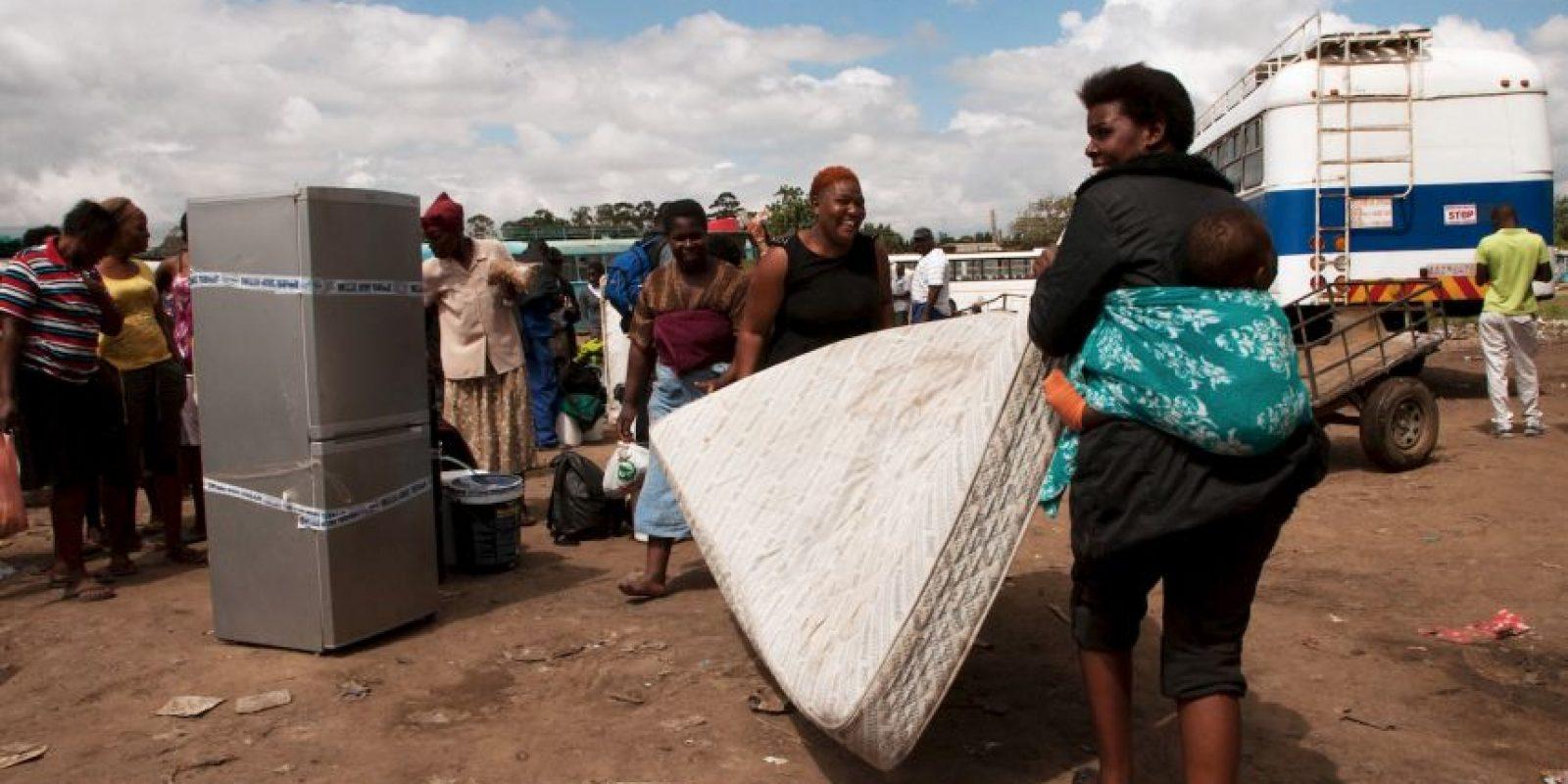 El estallido de la violencia xenófoba también ha llevado a grupos armados a atacar establecimientos de extranjeros. Foto:AFP