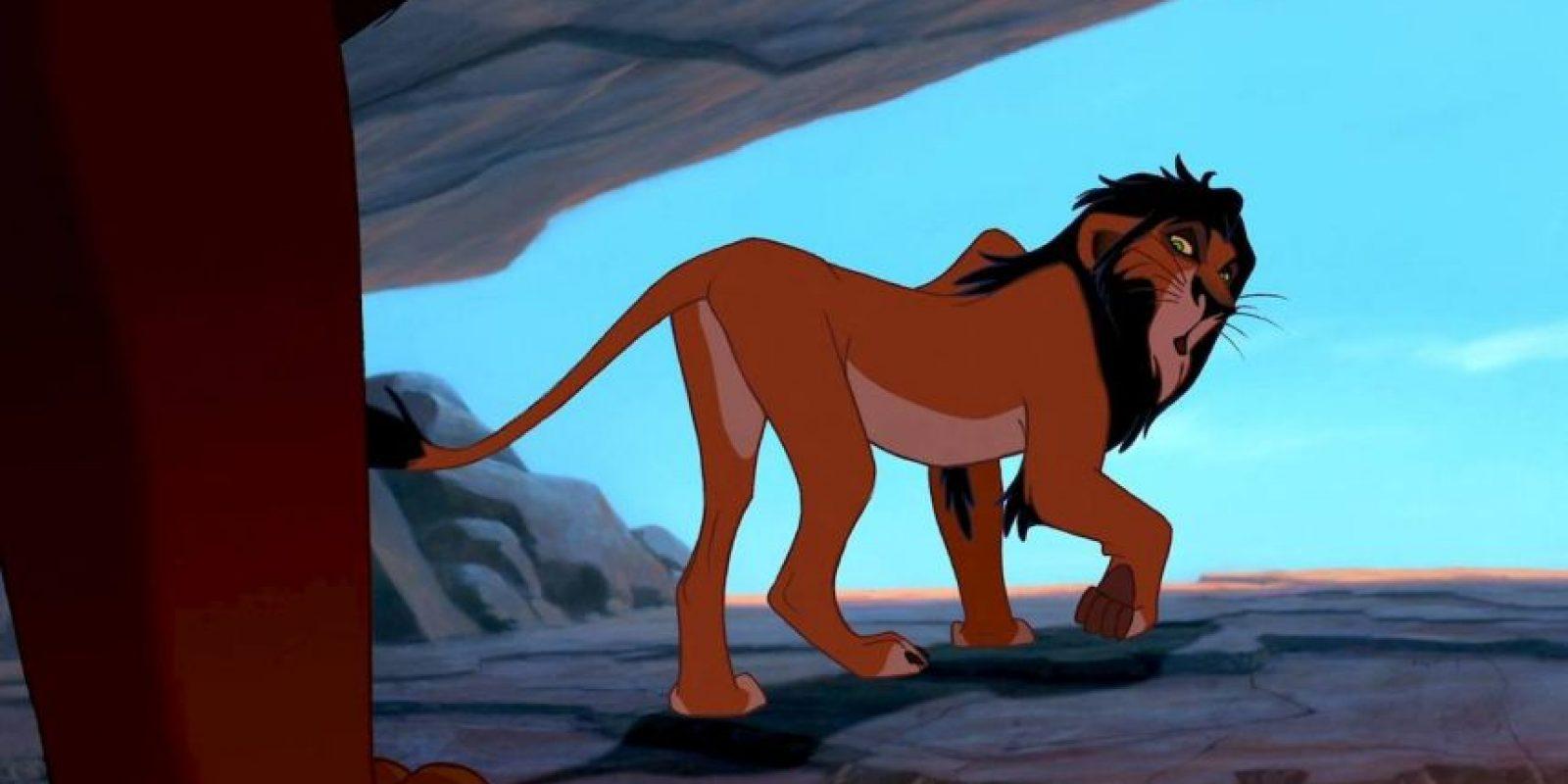 """3.- Su padre, el rey """"Ahadi"""", no disimulaba al alentar a """"Mufasa"""" a seguir sus pasos y menospreciar a """"Scar"""", su segundo hijo. Foto:Vía Facebook.com/DisneyTheLionKing"""