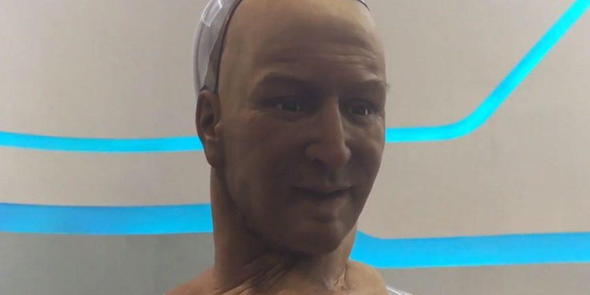 VIDEO: Este androide conversa, gesticula y te mira mientras lo hace