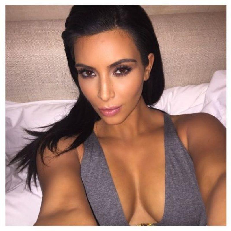 """La palabra """"selfie"""" aún no estaba en el inconsciente colectivo, pero Kim Kardashian ya era adicta a esta tendencia de autorretratarse. Foto:Vía Instagram.com/kimkardashian"""