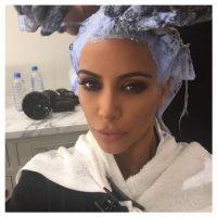 """""""Muchas personas piensan que tomar tantos selfies es ridículo: para mí lo que es tan gracioso es que tomo fotos y las comparto en las redes sociales sólo para tener recuerdos"""", explicó en una entrevista con la revista """"AdWeek"""". Foto:Vía Instagram.com/kimkardashian"""