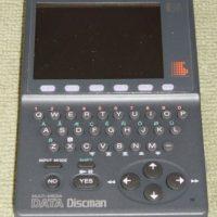 Data Discman. Se lanzó en 1992 por la empresa japonesa Sony. Funcionaba con discos mini CD y podían leer o escuchar música Foto:Sony