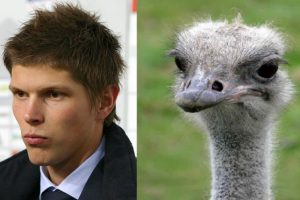 El holandés Klaas-Jam Huntelaar y esta avestruz. Foto:bleacherreport.com