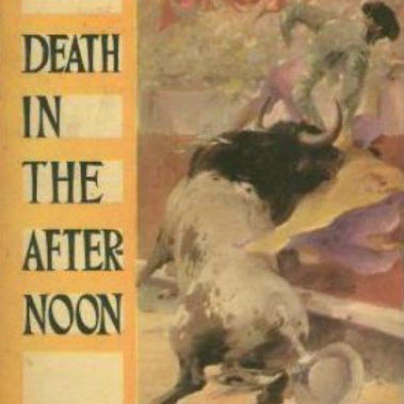 "Muerte en la tarde de Ernest Hemingway (1932) Esta obra es considerada un ""tratado sobre la tauromaquia"". Foto:Wikimedia"