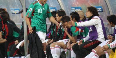 """Lo curioso fue que sus compañeros no celebraron el gol porque ¡habían apostado 3 millones de euros contra ellos mismos! Con este gol, Cuauhtémoc les arruinó el """"negocio"""" y marcó -quizá- el tanto menos deseado en la historia de su equipo. Foto:Getty Images"""