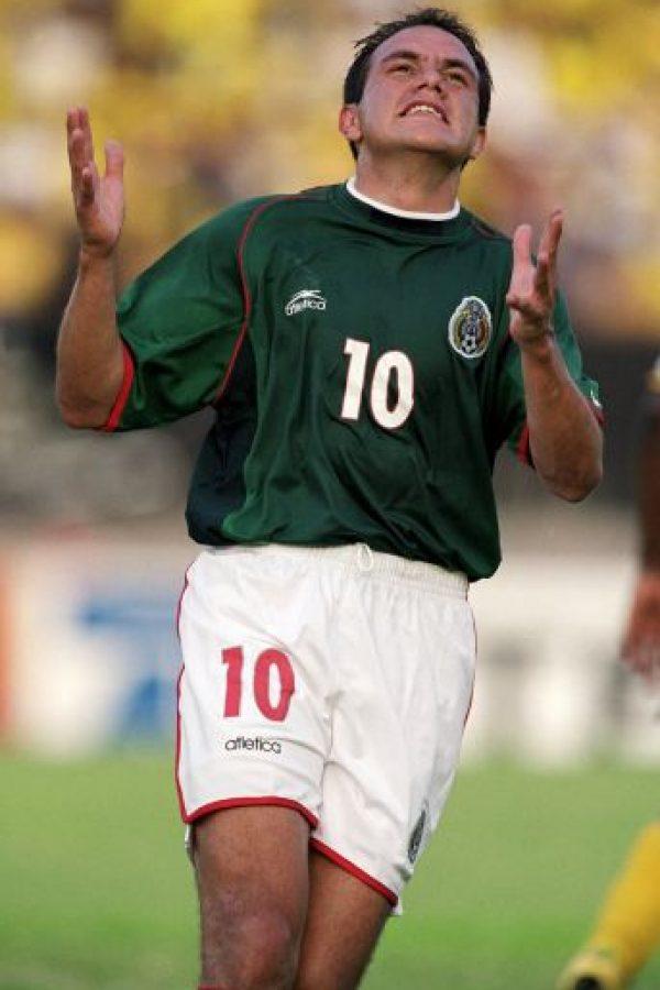 """¿Cómo dio sus primeros pasos en el fútbol profesional? Cuauhtémoc fue descubierto en su juventud por el """"cazatalentos"""" del América, Ángel González. Foto:Getty Images"""