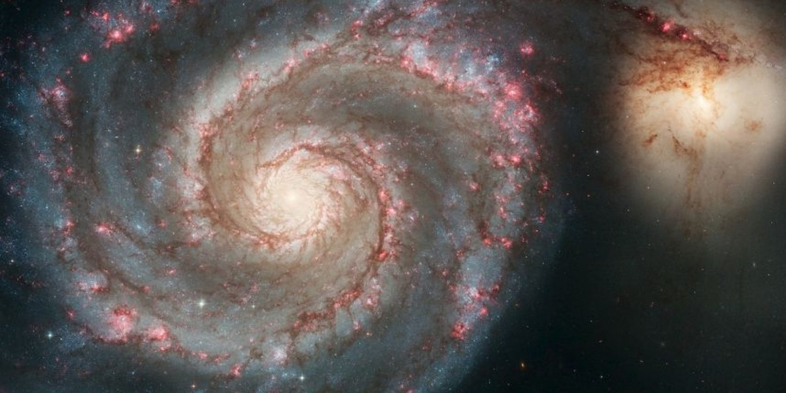 3.- Los brazos serpenteantes de la majestuosa galaxia espiral M51 (NGC 5194) aparecen como una gran escalera de caracol a través del cosmos. Son realmente carriles de estrellas y gas atados con polvo. Foto:Hubble