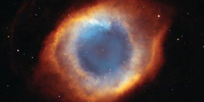 """9.- Situada a 694,7 años luz de la Tierra y apuntando casi directamente a nuestro planeta, la galaxia en forma de espiral, también conocida como """"el Ojo de Dios"""", es un de largo túnel de gases incandescentes de un trillón de kilómetros. Foto:Hubble"""