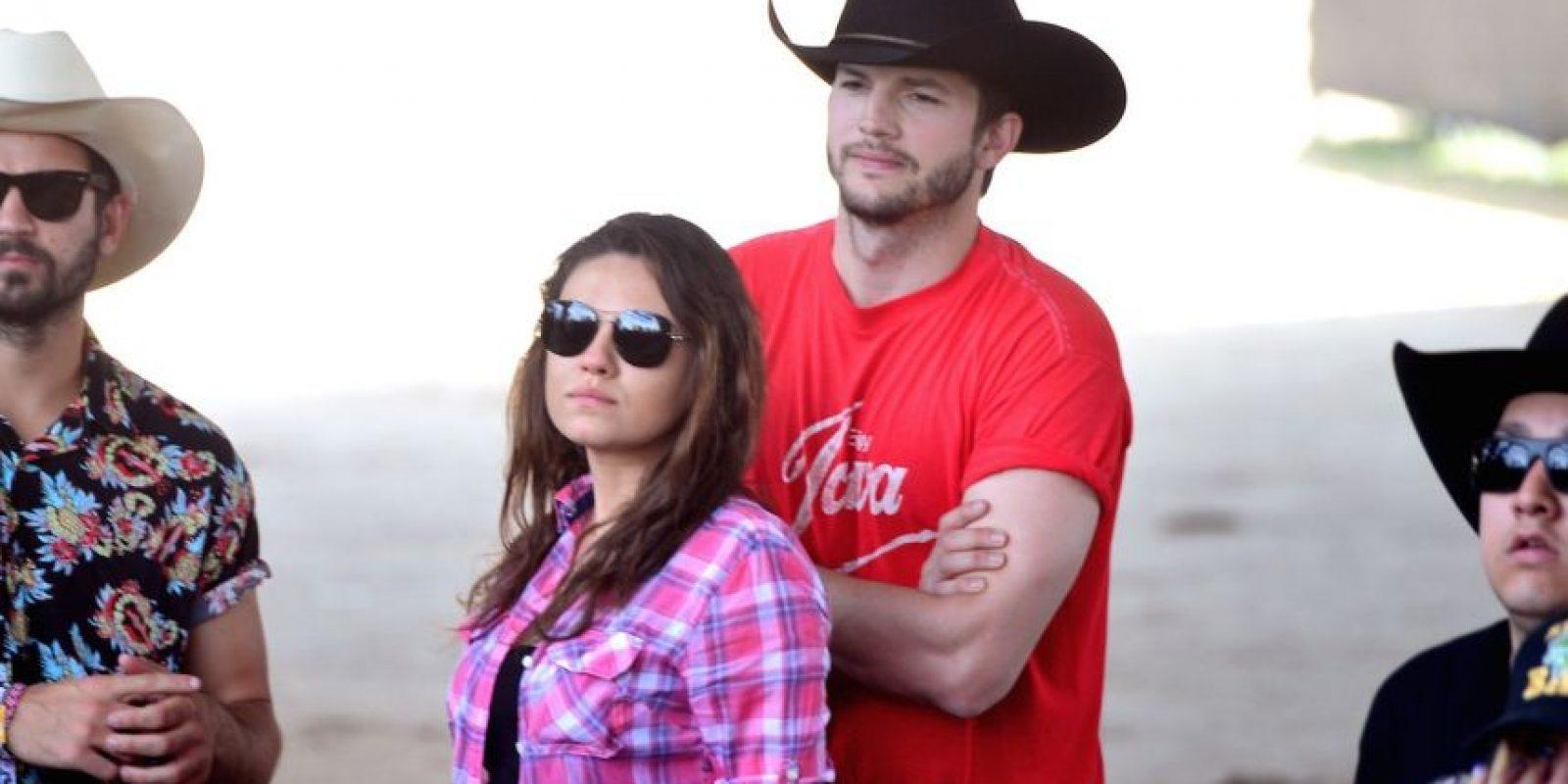 Posteriormente, Kutcher comenzó a salir con Mila Kunis. Foto:Getty Images