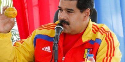 Nicolás Maduro regala una casa a mujer que lo golpeó con un mango