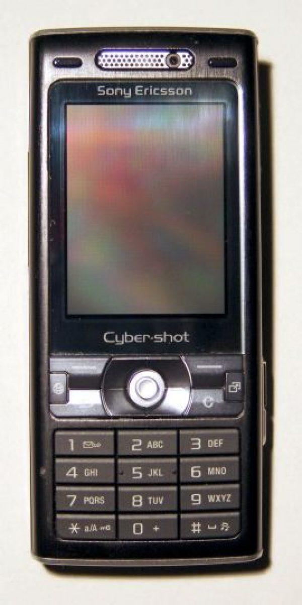 """En la película ˝Casino Royal"""", usó este modelo, el Sony Ericsson K800 Foto:Sony"""