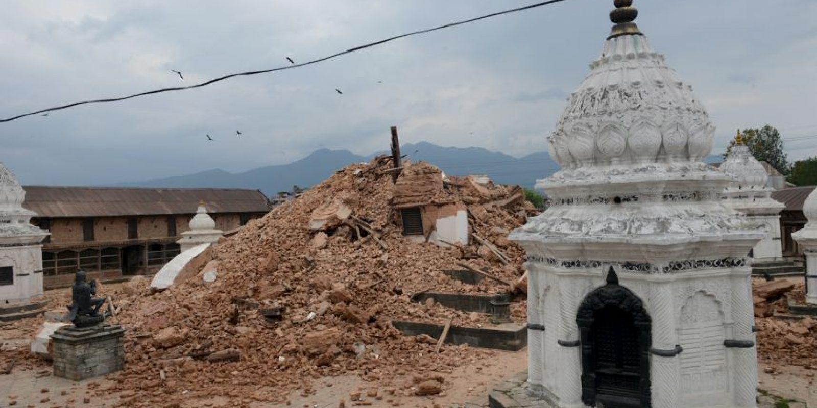 Varios edificios históricos de Katmandú están en el suelo. Foto:vía AP