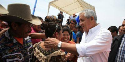 Mientras guatemaltecos se unen para manifestar, Pérez inaugura obras en Sololá
