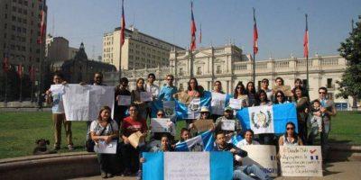 Guatemaltecos en el extranjero se unen a la marcha #RenunciaYA