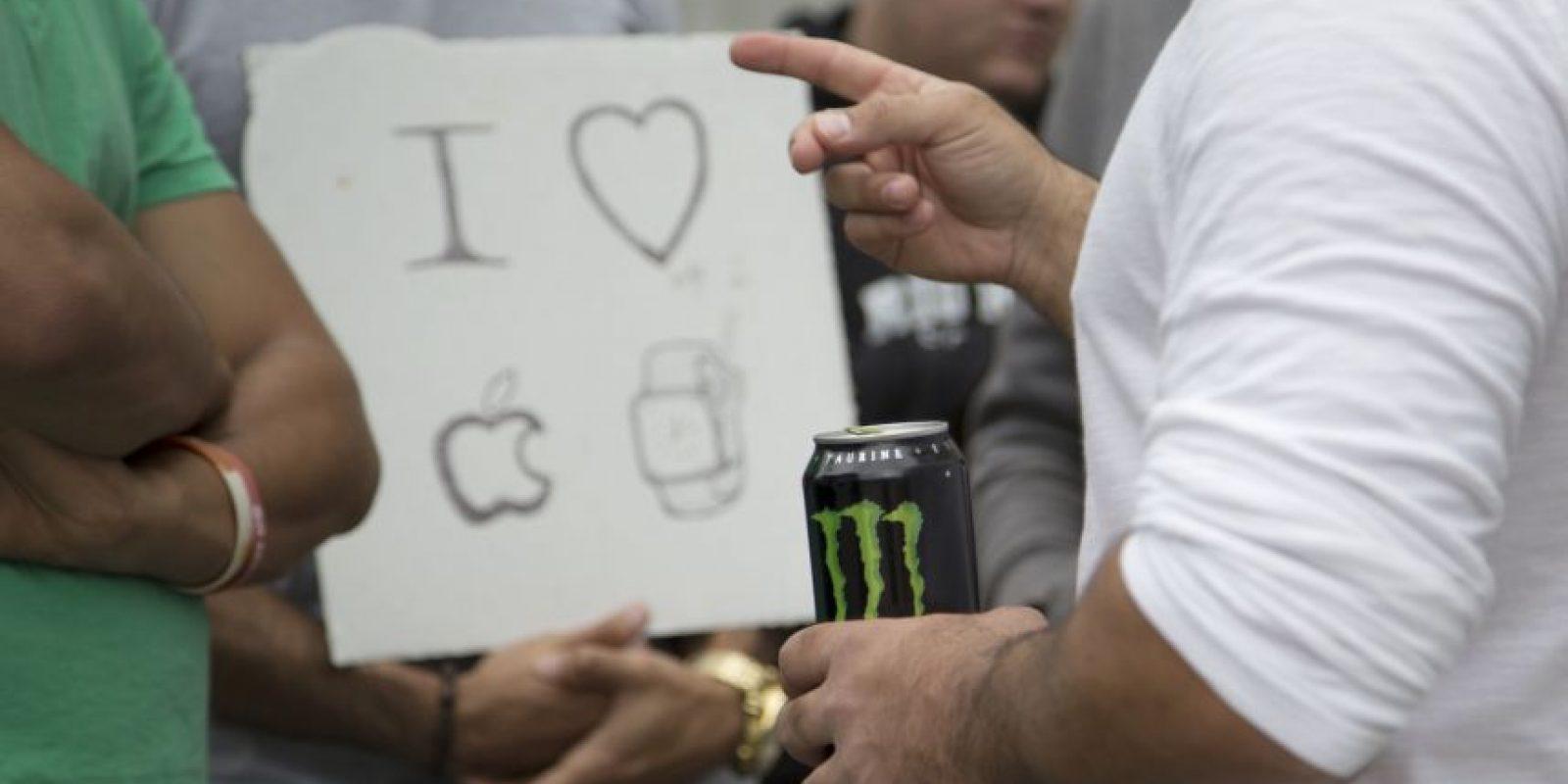 Manifestaciones de amor por el Apple Watch. Esto ocurrió en Los Ángeles, California, Estados Unidos. Foto:Getty Images