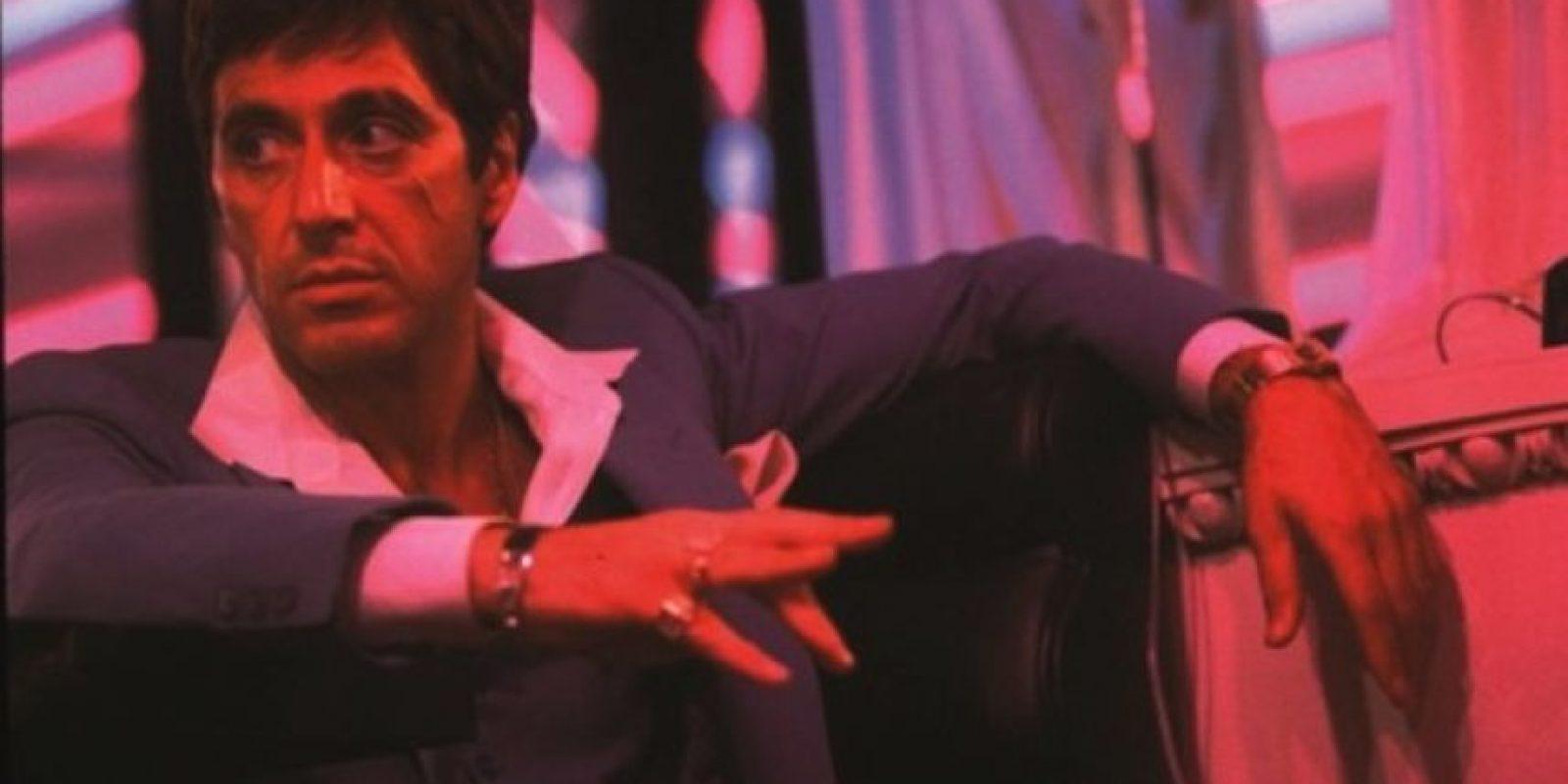 """Interpretó a """"Tony Montana"""", un delincuente cubano que es contratado para asesinar a un ex funcionario del régimen cubano. Se convierte en un mafioso perdido por las drogas y el dinero. Foto:Universal Pictures"""