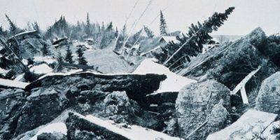 2. 28 de marzo de 1964; Prince William Sound, Alaska: 9.2 fue la magnitud de este sismo que causó deslizamientos de tierra en Anchorage y levantó partes de las islas periféricas de hasta 11 metros. Foto:Wikipedia