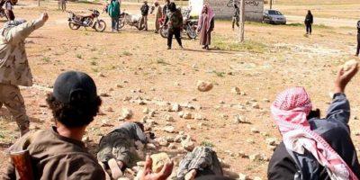 Esta persona también fue ejecutada al lado de su pareja. Esto fue en Homs, en Siria. Foto:vía Twitter