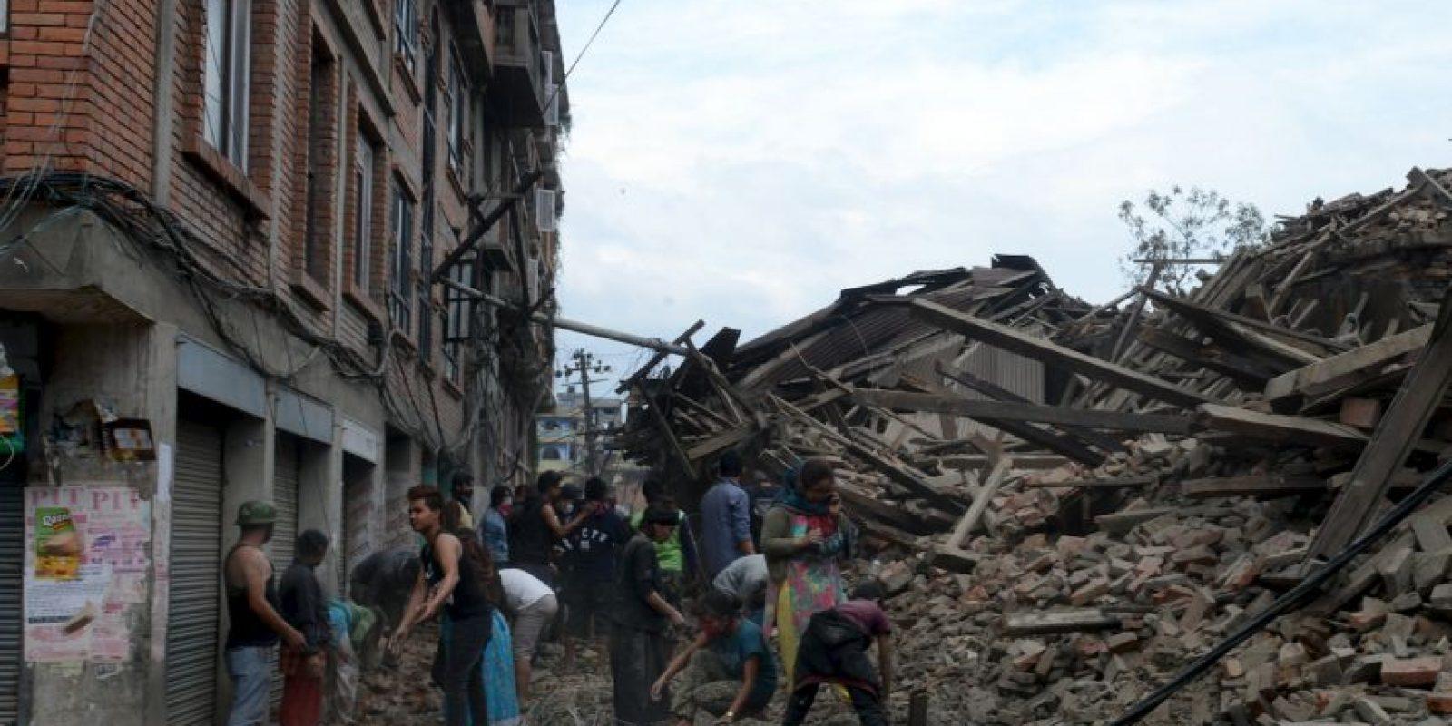Esta mañana se registró un terremoto en la zona de Katmandú, Nepal, que aproximadamente ha dejado 900 muertos, según reportes de la cadena CNN. El terremoto tuvo una magnitud de 7,8 grados en la escala de Richter. Foto:vía AFP