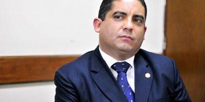 Analizan pago de recompensa para capturar a exsecretario de Baldetti