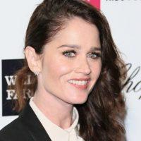 """También en """"The Mentalist"""". Está comprometida. Foto:vía Getty Images"""