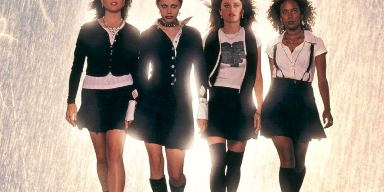 """¿Se acuerdan de ellas? Eran cuatro jóvenes desadaptadas que invocaron un espíritu que las hizo poderosas. Este era el argumento de """"Jóvenes Brujas"""", película de 1996. Así están ahora sus actores. Foto:vía Columbia Pictures"""