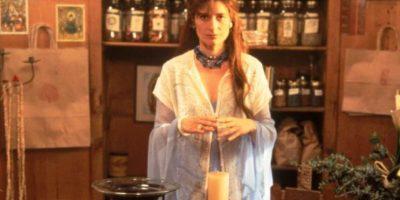 """Assumpta Serna era """"Lirio"""", la dueña de la tienda de elementos esotéricos que ayuda a Sarah. Foto:vía Columbia Pictures"""