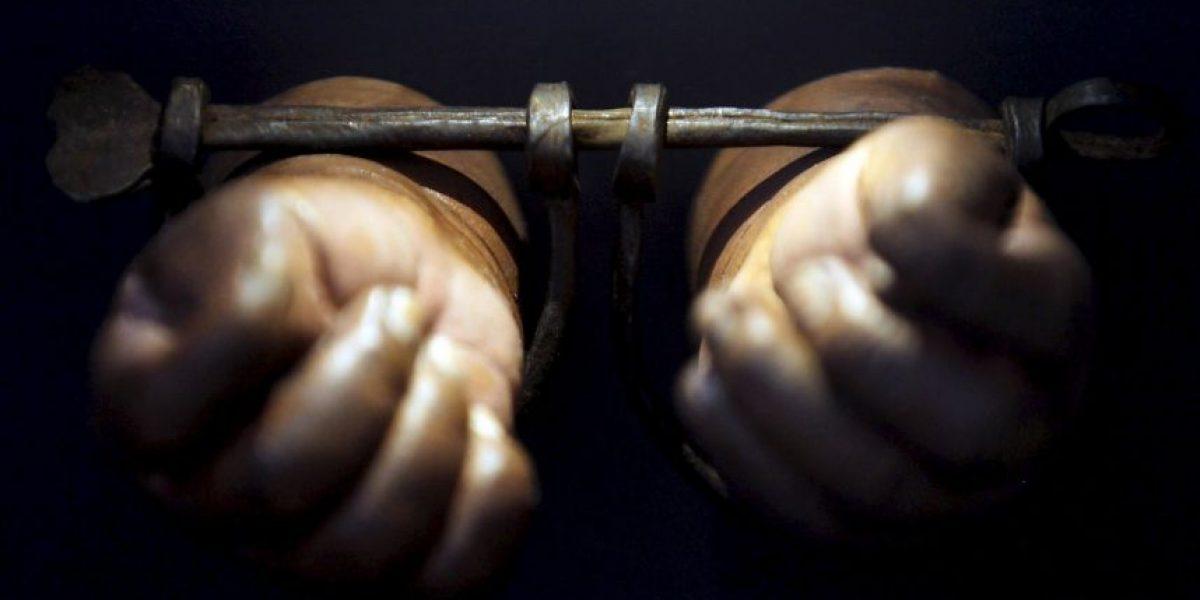 Encadenaron a mujer y la obligaron a planchar durante dos años