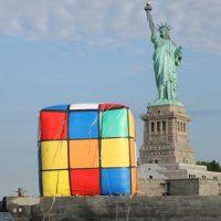 El cubo de Rubik más grande del mundo está en Knoxville (EE.UU.), tiene 3 metros de alto y pesa 500 kilos Foto:Getty Images