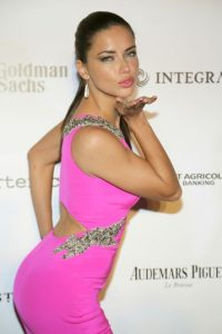 """El """"Ángel"""" de Victoria's Secret se decantó públicamente por Manny Pacquiao en un video difundido por el canal estadounidense """"HBO"""". Foto:Getty Images"""