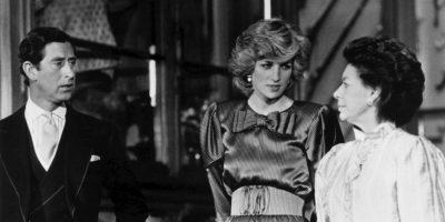 El nacimiento del príncipe William fue anunciado por primera vez en un caballete fuera el Palacio de Buckingham en 1982. Foto:Getty Images
