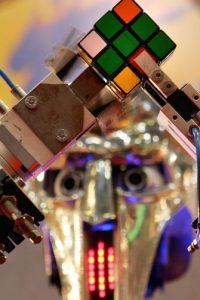 El cubo Rubik tiene exactamente 43.252.003.274.489.856.000 combinaciones posibles Foto:Getty Images