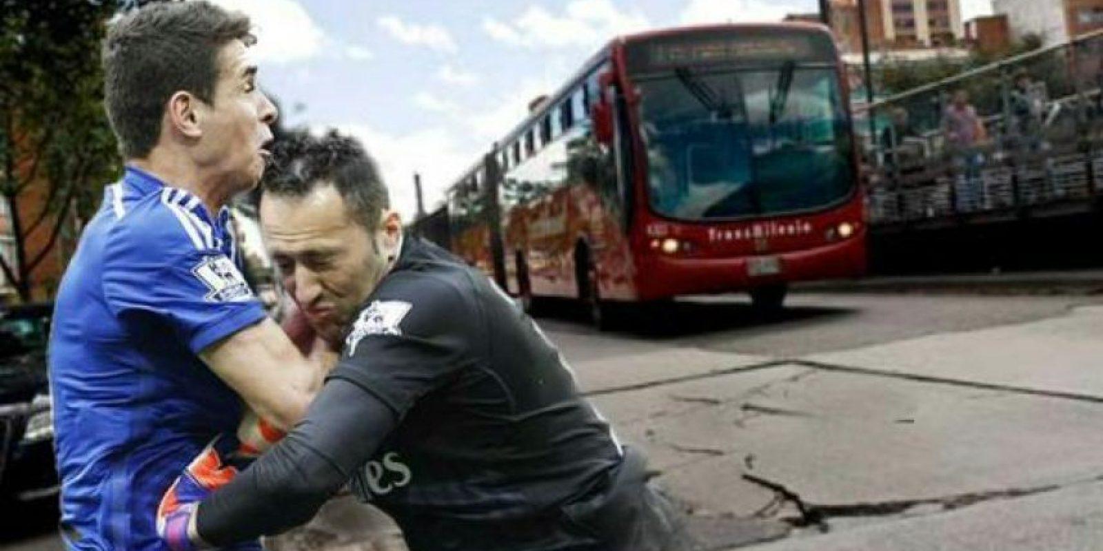 Al minuto 15, Ospina tuvo una mala salida que casi le cuesta un gol en contra al Arsenal. Foto:Vía Twitter.com
