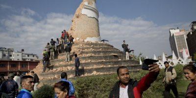 Terremoto en Nepal: Las personas se toman selfies en medio de la tragedia