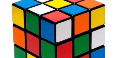"""El 19 de mayo de 1974 el escultor y profesor húngaro Ernő Rubik lanzó al mercado un """"rompecabezas"""" tridimensional que fue llamado en sus primeros años de vida """"cubo mágico"""" Foto:Wikicommons"""