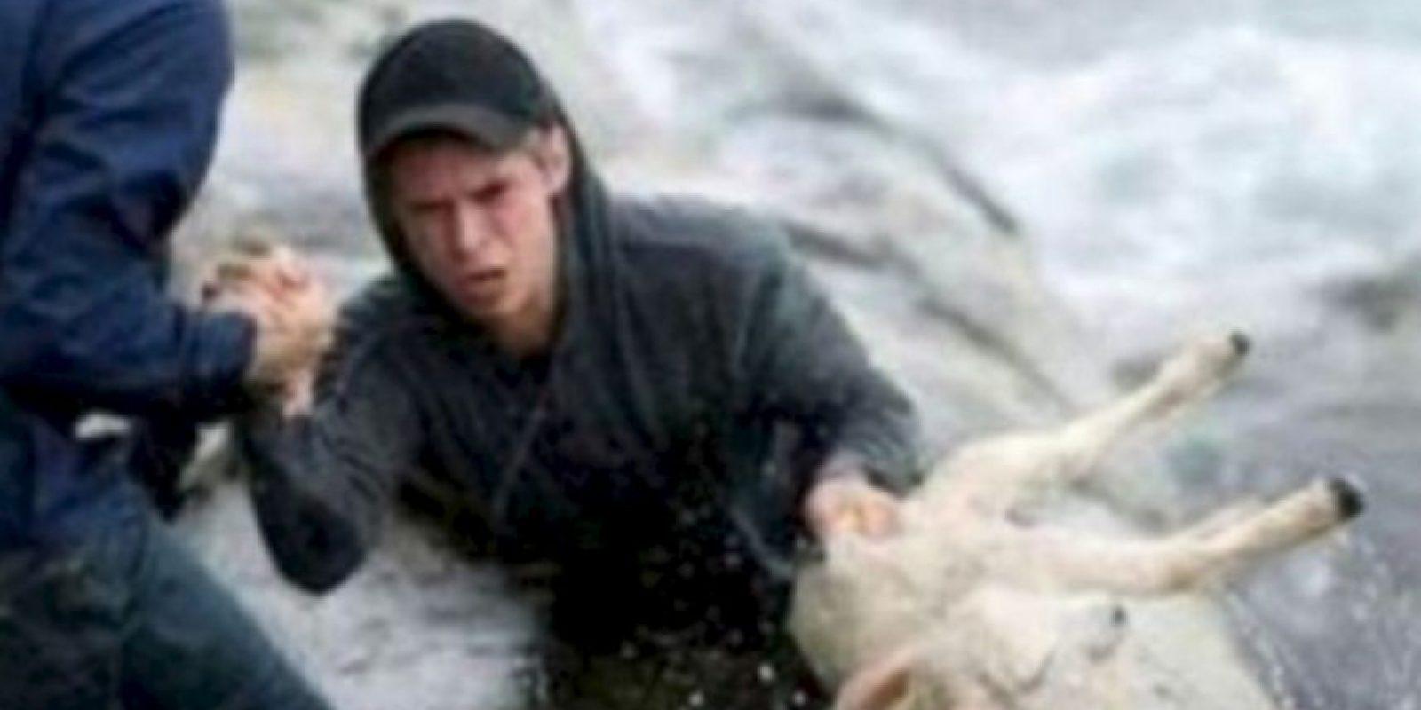 Estos noruegos rescatan a una cabra del mar. Foto:vía Tumblr