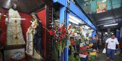 Santa Rosa de Lima, imagen infaltable en el Mercado de Surquillo. Foto:Sengo Pérez