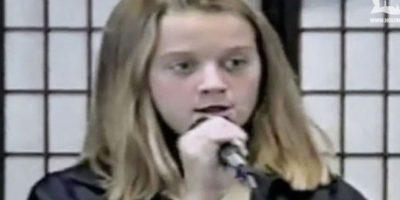 En una entrevista con E! News, la cantante aseguró que, sus compañeras de escuela, la molestaban por el tamaño de sus pechos. Foto:YouTube